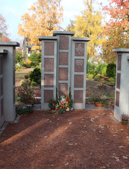 Stele auf dem Sudbrackfriedhof